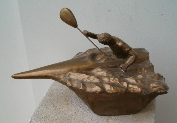 Kajakarz-statuetka