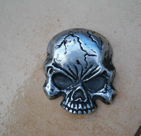 rzeźbiona czaszka