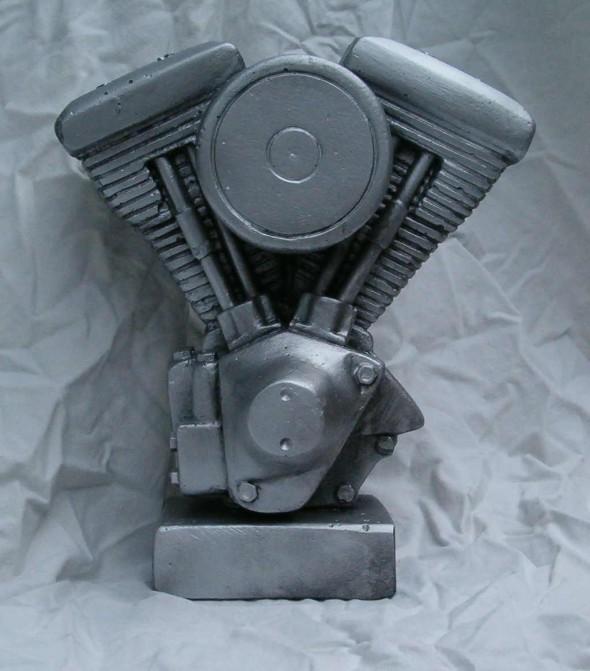 statuetka, puchar, rzeżbiony silnik  2
